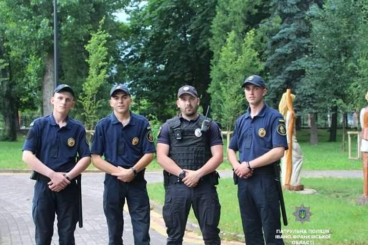 Франківські патрульні посилили патрулювання у парку і на міському озері (фоторепортаж)