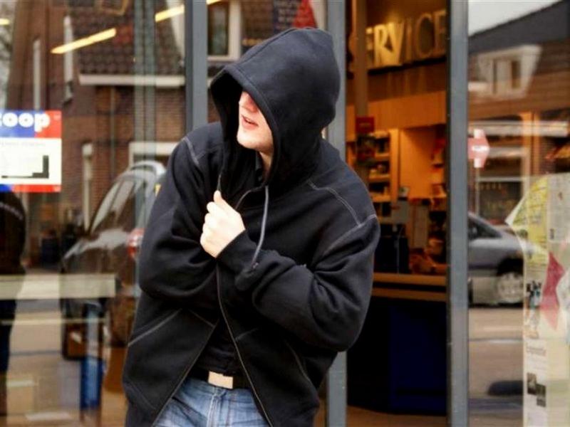 Франківець вкрав з магазину дороговартісний одяг