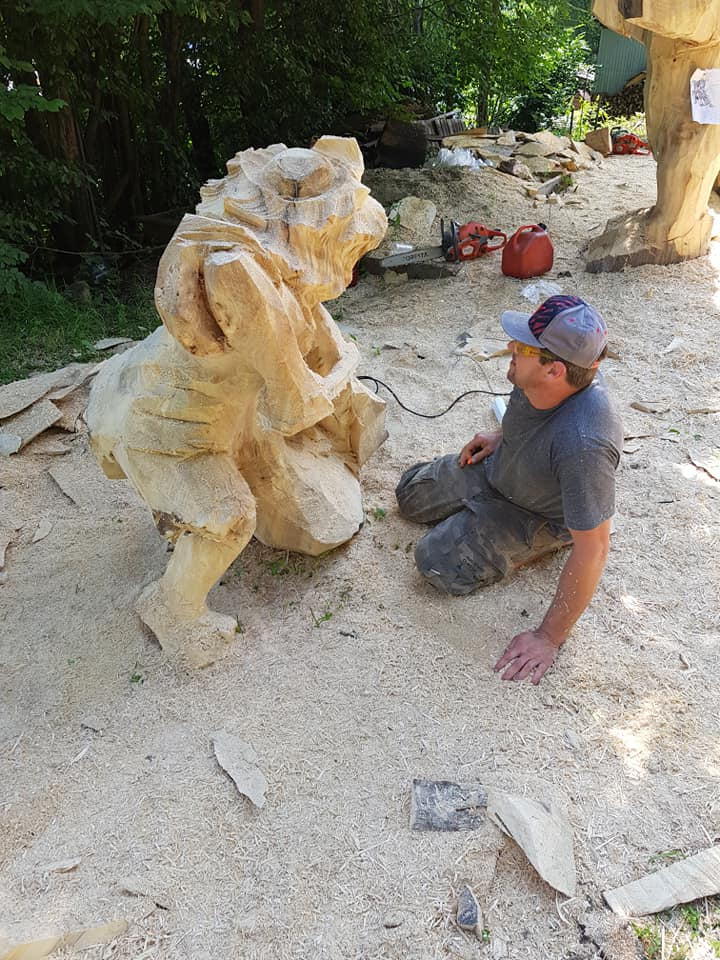 У Косові майстри бензопилами з колод вирізбляють скульптури (фото + відео), фото-3