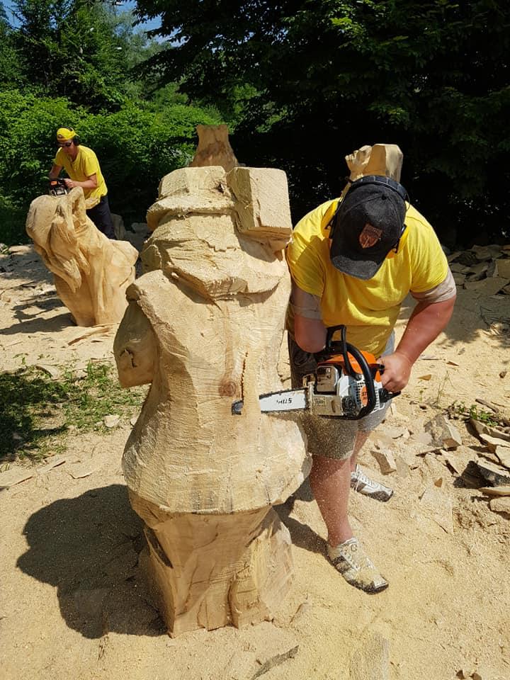 У Косові майстри бензопилами з колод вирізбляють скульптури (фото + відео), фото-5