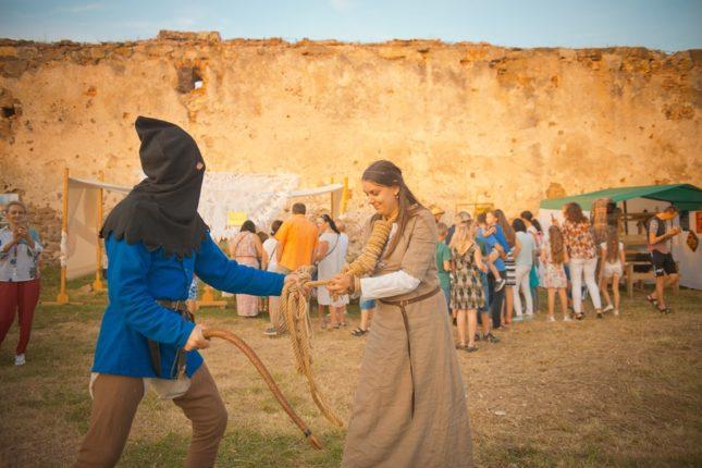 Лицарі, поєдинки та пісні: на Прикарпатті проходить феєричний етнофестиваль (фото+відео)