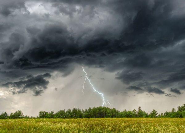 Жовтий рівень небезпеки. На Прикарпатті оголошено штормове попередження й очікується різке погіршення погоди