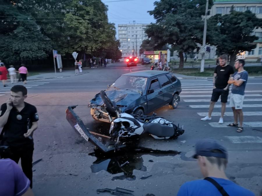 У Калуші в ДТП ледь не загинули водій мотоцикла та пасажирка