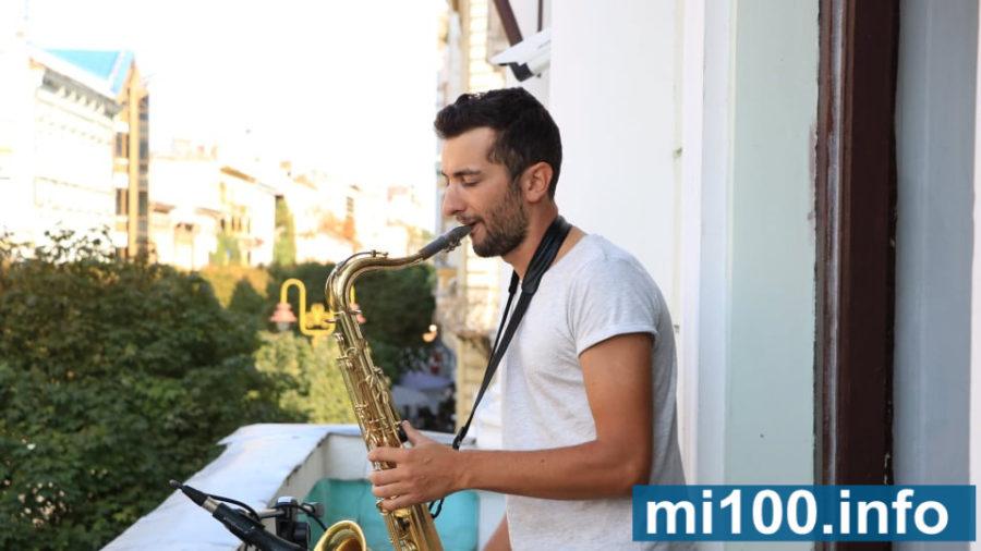 """""""Музичні балкони"""": у Франківську провели мистецьку акцію (фото+відео)"""