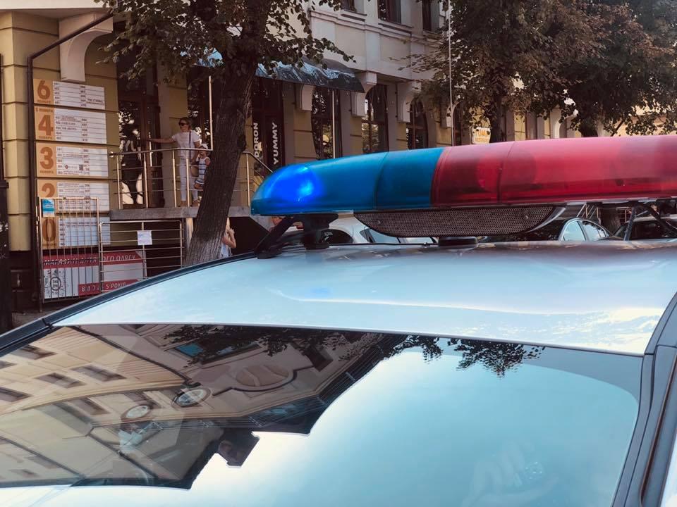 Поліцейські вилучили у 18-річного прикарпатця предмет схожий на пістолет (фотофакт)