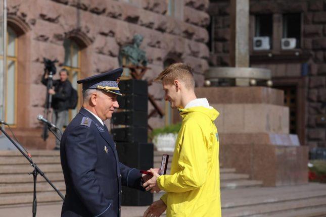 """Прикарпатський рятувальник отримав нагрудний """"Знак Пошани"""""""