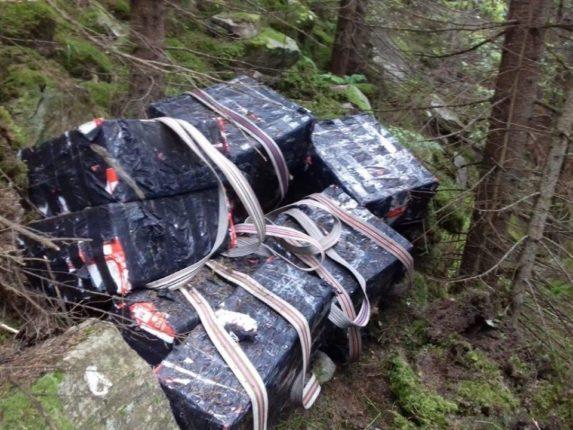 У Карпатах прикордонники виявили сховок контрабандистів (фотофакт)