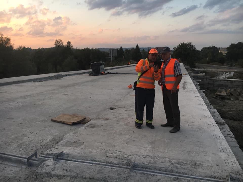 На Косівщині продовжують ремонт мосту через Рибницю (фотофакт)