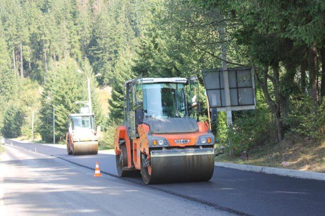 Як ремонтують дорогу з Ворохти на Верховину (фоторепортаж)
