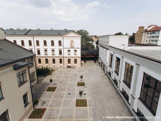 В Івано-Франківську оновлену Католицьку школу-гімназію показали з висоти пташиного польоту
