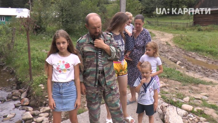 В селі Грабівка провели схід села через російського добровольця Олега Бутусіна і його родину: відео