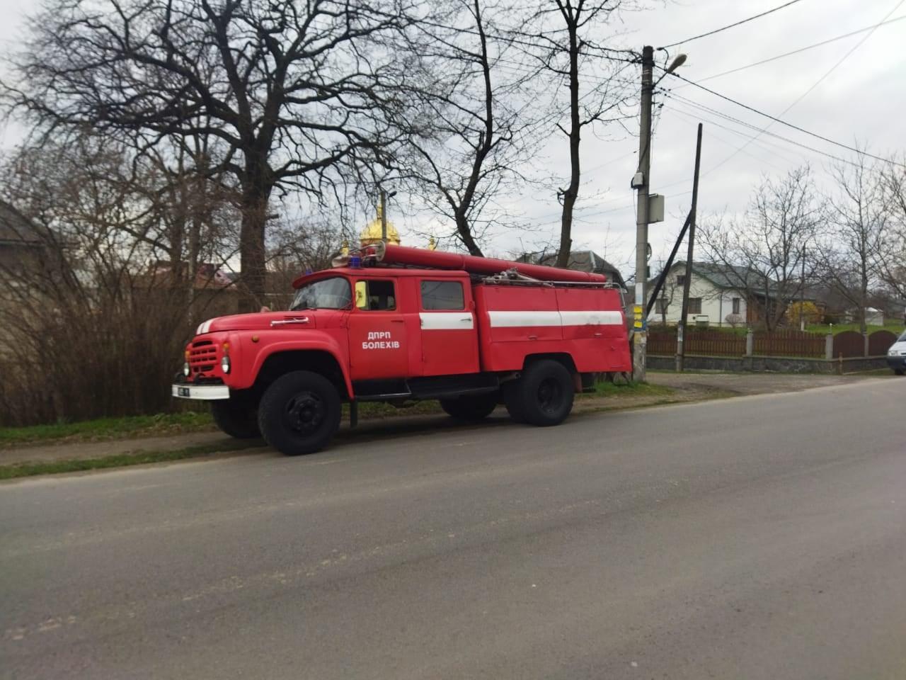У Болехові жінка отруїлася чадним газом: рятувальники виламали двері